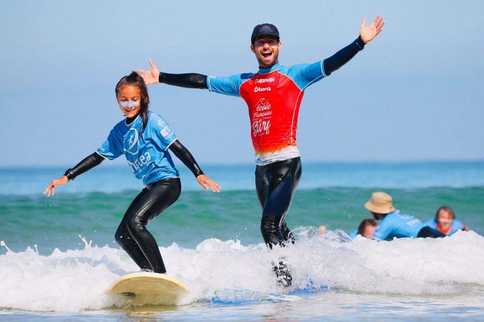 DU SURF TOUTE L'ANNÉE À L'ÉCOLE HASTEA